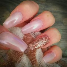Nail art cofin pink sparkle