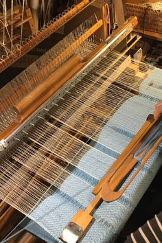 Handweaving. Manipulating warp density. With movable elements in front of the beater weaver can create gaps in fabric. Gaps can be used to make patterns. The method was invented by Riina Samelselg, she used stepping reed modules to push warp aside in certain places. Loom Weaving, Branches, Inventions, Projects To Try, Canning, Patterns, Create, Places, Fabric