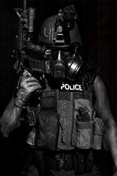 Policía con máscara Anti-gas