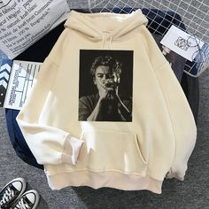 Universal Studios, Winter Outfits Women, Spring Outfits, Theme Park Outfits, Harry Styles Merch, Simpsons T Shirt, Harajuku, Hip Hop, Hoodies
