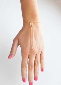 Very simple. but still in style hand chain bracelet, with a nice boho feeling.  Item details:  ► High quality gold plated chain and pendant ► Measurements: Circumference around the finger is 4 inches, from the ring to the pendant is 2.3 inches, the pendant measures 0.6 inches, and the length...