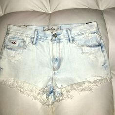 NWT HOLLISTER DESTROYED SHORTS JEANS 29 FRAYED Nwt Hollister destroyed Jean shorts. .size 29******NO TRADES ***** Hollister Shorts Jean Shorts
