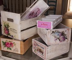 Ramshackle Romance - designs by Deborah N. Smith: Crates are Great! Tutorial on transferring vintage images to wood crates! Decoupage Vintage, Decoupage Wood, Shabby Vintage, Vintage Box, Old Crates, Wooden Crates, Decor Crafts, Diy And Crafts, Creative Box