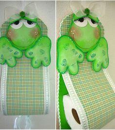 Colaboração: Janaína Campos – Vitória – ES. Uma ideia criativa para você fazer em casa e deixar seu banheiro lindo. Siga os passos abaixo e faça o seu porta-papel de sapinho. Vamos lá!   Material necessário:  EVA verde-claro e branco  Tecido xadrez verde  Passamanaria Hak