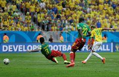 Messi e Neymar, companheiros de Barça, e 'rivais' na Copa, duelam pela artilharia (© AP)
