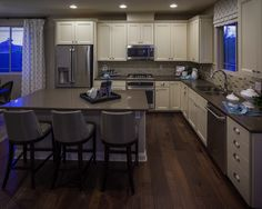 Kitchen in the Lawson model by Richmond American Homes in Cadence. Richmond American Homes, Richmond Homes, Log Home Kitchens, Henderson Nv, Log Homes, Building A House, Kitchen Design, Sweet Home, Kitchen Cabinets