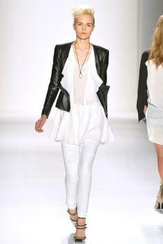 Marissa Webb, giacca in bianco e nero