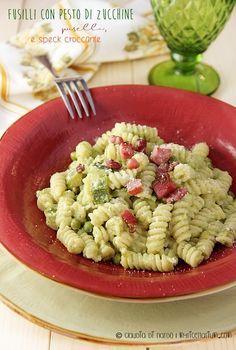 My Ricettarium: Fusilli con pesto di zucchine, piselli e speck cro...