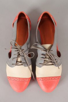 Marty-01 Perforated Cut Out Lace Up Oxford Flat