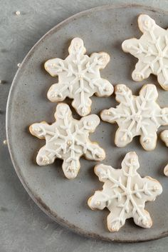 So…What's a Cookie Swap? The concept behind a cookie swap is simple, traditional and perfect for anyone who loves cookies as much as companionship. You just invite a few friends, ask each to ma Delicious Cookies, Cookie Swap, Cookie Exchange, Baking Tips, Mix Match, Friends Family, Bond, Numbers, Sugar