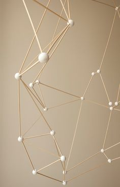 Structures (bois/polystyrène) par Arnold Goron (Vitrines Isabel Marant)