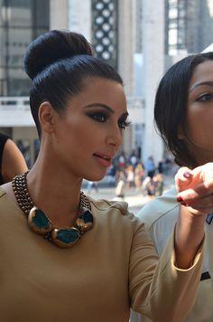 Perfect bun on Kim kardashian!    24      10      3