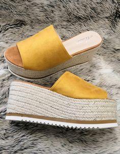 Horčicové platformované šľapky Mulanka Shoes, Fashion, Moda, Zapatos, Shoes Outlet, Fashion Styles, Shoe, Footwear, Fashion Illustrations