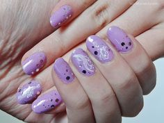 Ida-Marian kynnet / Violet polish with white stickers / #Nails #Nailart
