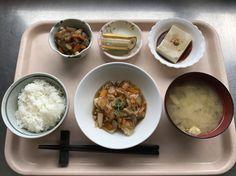 8月4日。赤魚の甘酢あんかけ、五目野菜煮、ごま豆腐、茄子の味噌汁、バナナでした!赤魚の甘酢あんかけが特に美味しかったです!599カロリーです