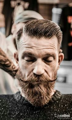 Neck massage after every haircut.. (photo: Tim Collins) #schorem #rotterdambarbers #beard #barber #rotterdam #barbers