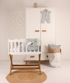 Happy Baby Holland Wieg Marken New Vintage – Baby Ideas Baby Boy Rooms, Baby Bedroom, Baby Room Decor, Baby Cribs, Wood Nursery, Nursery Room, Nursery Themes, Unisex Nursery Colors, Kids Room Furniture