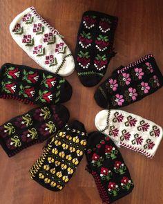 Baby Knitting Patterns, Free Knitting, Crochet Patterns, Piercings, Saint Laurent, Moda Emo, Teachers Pet, Booties Crochet, Booty