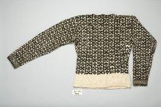 From Gloppen in Nordfjord. Ryggen på stolpetrøye i Nordfjord Folkemuseum si samling, med museumsnummer NFM.1979-04092. Norwegian Knitting, Men Sweater, Textiles, Sweaters, Palm, Museum, Fashion, Moda, La Mode