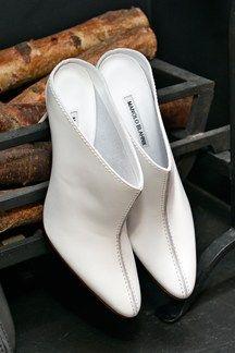 Best White Shoes for Spring - Manolo Blahnik Shoes Manolo Blahnik Schuhe, Spring Shoes, Summer Shoes, Best White Shoes, Cute Shoes, Me Too Shoes, Shoes 2014, Purple Shoes, Fashion Heels