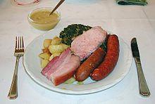 Grünkohlgericht mit Pinkel, Kassler und Speck