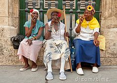 old-ladies-smoking-cuban-cigars-havana-20967589.jpg
