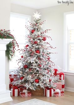 See more ideas about red christmas decorations christmas tree decorations and white xmas tree. The eye catching color combination of … home decor ideas 26 unusual red and white christmas tree decoration ideas 511017888969031377 White Flocked Christmas Tree, Beautiful Christmas Trees, Noel Christmas, Outdoor Christmas, Christmas Wreaths, Christmas Cactus, Flocked Trees, Christmas Ideas, Christmas Lights
