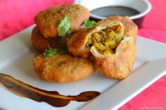 Khasta Kachori: Indian puff pastry with spicy lentil filling!