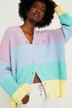Achetez vite Lazy Oaf - Gilet à rayures arc-en-ciel pastel sur Urban Outfitters. Choisissez parmi les derniers modèles de marque en différents coloris dans les collections disponibles sur notre site.