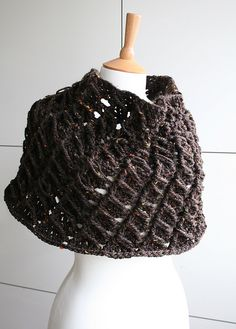 24f2cc333 Ravelry  Textured poncho 220 pattern by Luz Mendoza