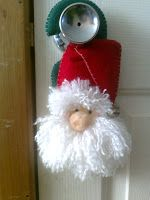 "colgante para puerta ""SANTA"" Christmas Ornaments, Holiday Decor, Ideas, Home Decor, Lanterns, Noel, Xmas Ornaments, Homemade Home Decor, Christmas Jewelry"