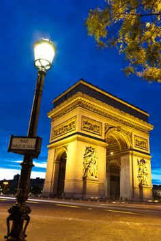 Want to take a #Paris vacation? @ the Arc de Triomphe #travel #france