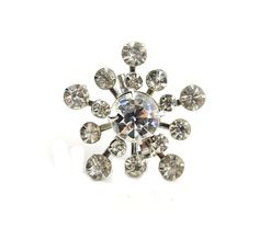 This sparkly brooch is a fabulous piece to wear all winter long!  We have more lovely rhinestone jewelry at JElleVintage.com! Glass Rhinestone Snowflake Brooch #costumejewelry #estatejewelry #brooch #snowflake #rhinestones #1950s #jewelry #accessories #sparkle #jellevintage