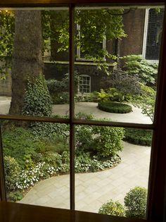 ✶Stationers' Hall, inner court yard, Ave Maria Lane, London, England✶