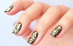 Uñas decoradas de papa Noel, uñas decoradas con dorado.  Join nails CLUB! #uñasdecoradas #colornailart #uñaselegantes