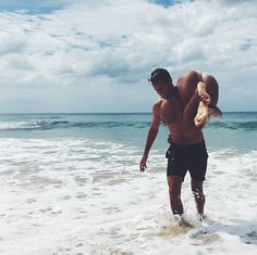 """8 Style Moves For Looking Like """"The Man"""" On Your Next Vacation Couple Beach Pictures, Vacation Pictures, Beach Photos, Fit Couples, Cute Couples Goals, Couples In Love, Couple Goals Relationships, Relationship Goals Pictures, Photo Couple"""