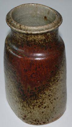 Frank Tromborg, vase in stoneware, own studio Denmark. Pottery Designs, Pottery Art, Play Clay, Ceramic Design, Clay Art, Stoneware, Scandinavian, Objects, Danish