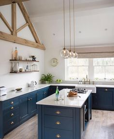 Planning a new kitchen? So many decisions and so much choice. It's so difficult to know where to start. Saving your favourite kitchens on… Navy Kitchen, Shaker Kitchen, Green Kitchen, Country Kitchen, Kitchen Dining, Kitchen Decor, Kitchen Ideas, Best Kitchen Cabinets, Kitchen Cabinet Hardware