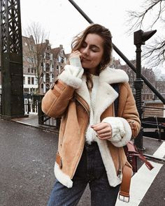Last Left 50 Thanksgiving promo code extra code with any fur vest/cardigan added to cart.Get ready for your coming Vacation outfits now. suede shearling jacket brown oversized shearling jacket winter coats online Source by sunifty Jackets Trenchcoat Style, Winter Coat Outfits, Cute Winter Coats, Winter Coats Canada, Snow Coats, Mode Ootd, Outfit Invierno, Mode Jeans, Winter Stil