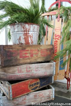 Vintage Christmas porch decorating ideas - so many fun finds! eclecticallyvintage.com