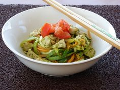 Zucchini Noodles with Chicken and Basil Pesto Zoodles With Chicken, Pesto Chicken, Basil Pesto, Zucchini Noodles, Guacamole, Ethnic Recipes, Food, Zuchinni Noodles, Essen