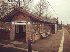 Isnt this the cutest little train station ever?!  #vedbæk #trainstation #railwaystation #dsb #danishdesign #danish #train #station #backintime #historical #worththewait #traveling #omw