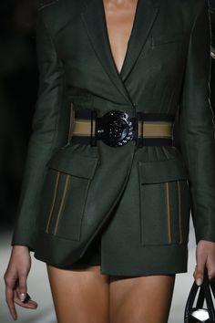 Versace Spring 2016 Ready-to-Wear Collection Photos - Vogue