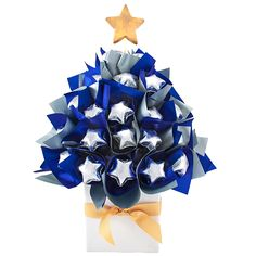 Brighten up your Christmas table with this Midnight Blue Christmas Chocolate… Chocolate Stars, Lindt Chocolate, Chocolate Bouquet, Christmas Chocolate, Christmas Tree Tops, Blue Christmas, Christmas Stuff, Christmas Gifts, Chocolate Festival