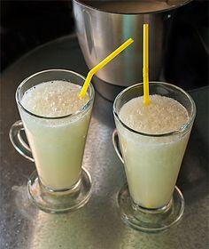 Granizado de limón. Thermomix 4 limones medianos,  ralladura de 1 limón,  130 gr. de azúcar (o la proporción correspondiente de edulcorante, que depende del tipo),  400 gr. de agua fría,  600 gr. de cubitos de hielo.