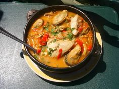 PAILA MARINA Paila marina is a traditional Chilean seafood stew usually served in a paila (earthenware bowl). Paila marina is usually a . Seafood Soup, Seafood Recipes, New Recipes, Soup Recipes, Cooking Recipes, Favorite Recipes, Healthy Recipes, Kitchen Recipes, Healthy Food