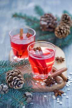 Christmas drink: mulled wine (by The Little Squirrel) Christmas Drinks, Christmas Mood, Merry Christmas, Coffee Time, Tea Time, Apple Pizza, Bakery Decor, Illustration Noel, Mulled Wine