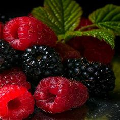 Berry important to eat your berries! Fruit And Veg, Fruits And Vegetables, Fresh Fruit, Colorful Fruit, Vegetables Photography, Fruit Photography, Life Photography, Delicious Fruit, Tasty
