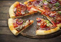 Tasty Pizza on Wooden Table Photographic Print on Canvas Pixxprint Size: 80 cm H x 120 cm W Pizza Sin Gluten, Gluten Free Recipes, Healthy Recipes, Italian Dining, Healthy Pizza, Sem Lactose, Sans Gluten, Stromboli Recipe, Vegetable Pizza