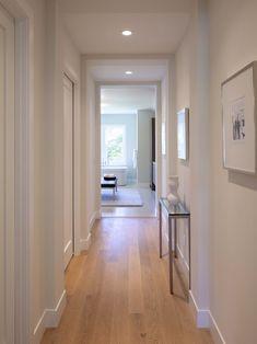 Modern hallway lighting and decor. recessed LED lighting in hallway area to illuminate a dark narrow space. White hallway with hardwood floors and recessed lighting. White Baseboards, Modern Baseboards, Baseboard Styles, Baseboard Trim, Baseboard Ideas, Baseboard Heaters, Flur Design, Hall Design, Lobby Design